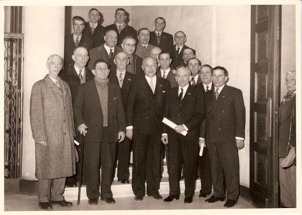 Médaille du travail à la CCI de Nice (au 1er rang de gauche à droite Messieurs Geslin, un homme à la canne, puis Raymond Bresse, Amédée