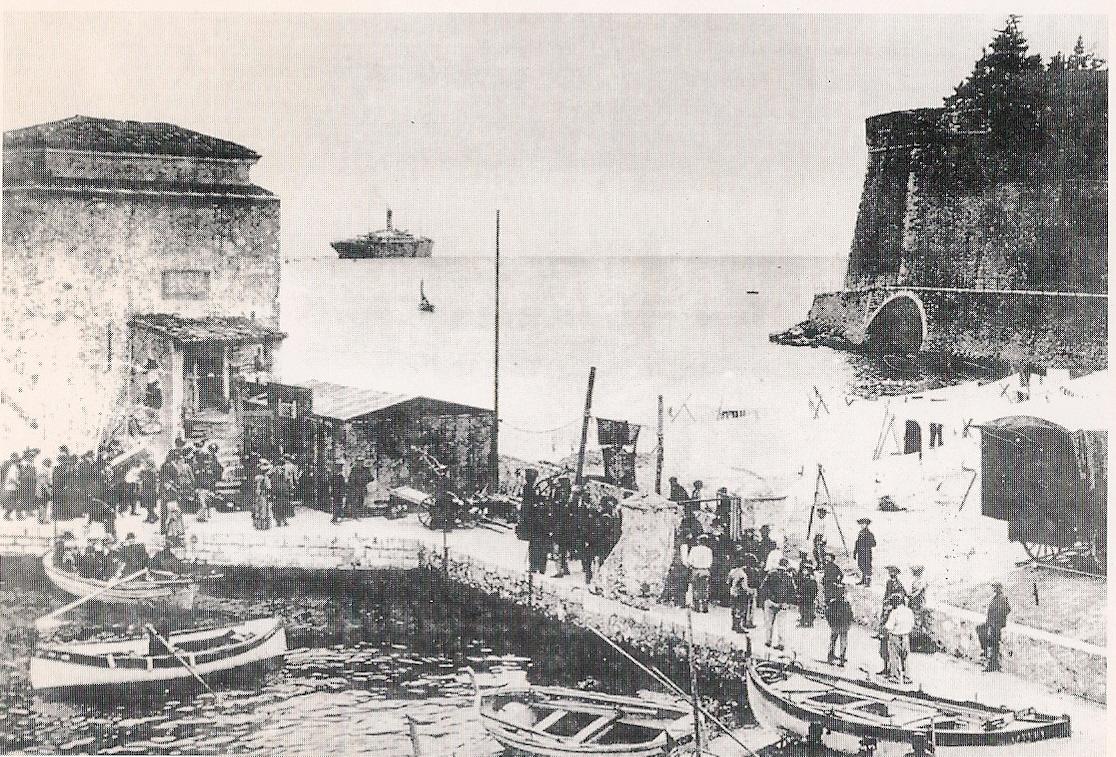 Paquebot de croisière en rade de Villefranche (archive consignation de navire)