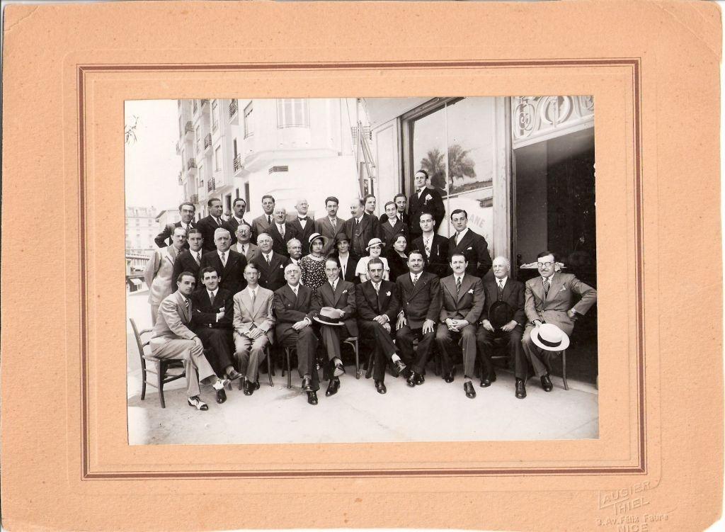Réunion du personnel en 1933 - assis en partant du 2° à gauche Amédée Croze, Mr Geslin, François Becchi, Raymond Bresse, Auguste Becchi et François Belgrand