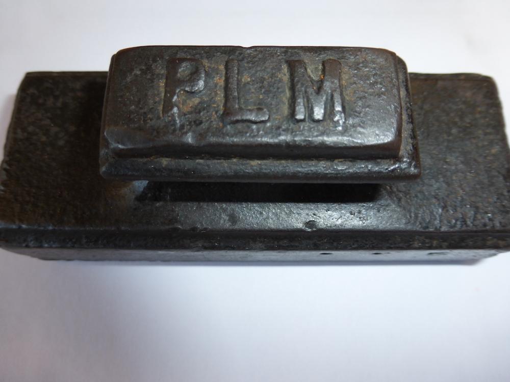 Tampon (très lourd) servant à oblitérer document de transport