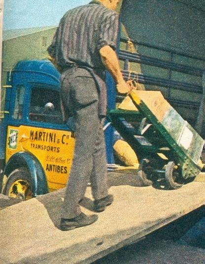 Camionnette MARTINI en gare d'Antibes
